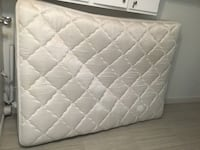 quilted white mattress with box spring Québec, G1H 3R6