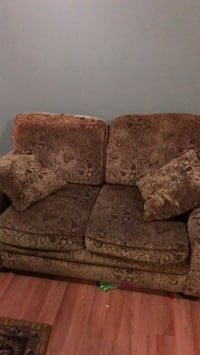 brown floral fabric 2-seat sofa East Patchogue, 11772