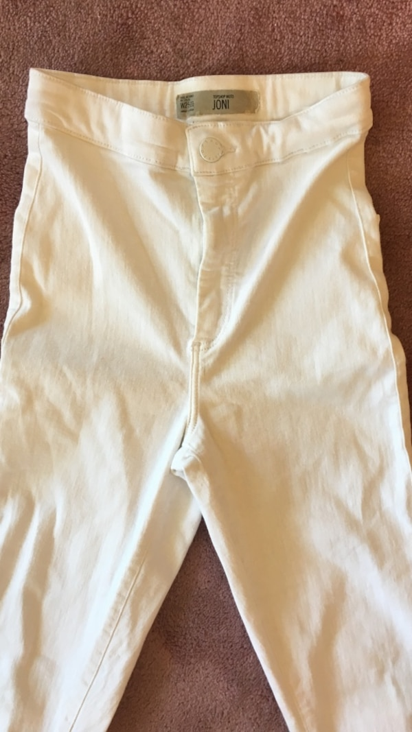 Size 25 topshop white high waisted jeans 9eadc606-8519-42f1-ba69-7af14fbaa617