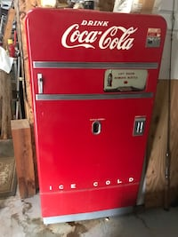 red Coca-Cola vending machine Mustang, 73064