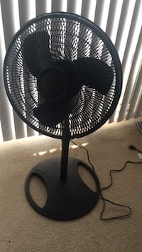 Lasko  table fan with stand rotating (like new) 25 km