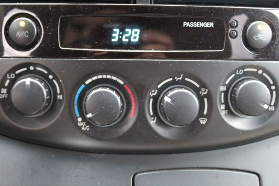 Used 2010 Toyota Sienna for sale 32004c56-d766-4bac-ac8d-0ed0f8df6807