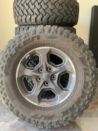 4x Jeep Wheels/Tires + spare tire only (size in description)