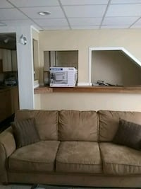 couch needs a lite cleaning needed but good shape Powder Springs, 30127
