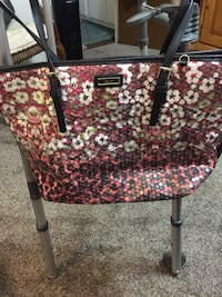 red and white floral tote bag Escalon, 95320
