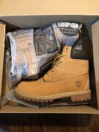 pair of brown Timberland work boots with box Brampton, L6V 2G9