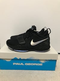 Pair of black nike running shoes with box Mississauga, L4Y 2B6