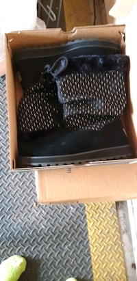 Remaining 2 pairs New Boots Andover, 55304