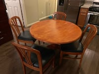 round brown wooden table with four chairs dining set Los Ángeles, 90026