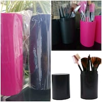 Makeup brushes with case