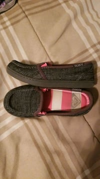 Young girls Roxy slip ons