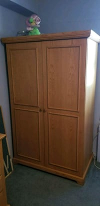 Wardrobe closet, wall unit, large dresser 223 mi