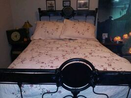 1900's Iron bed