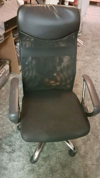 Black mesh chair in good condition Vancouver, V5S 0E2