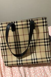 Burberry purse for sell Richmond Hill, L4C 9Y9