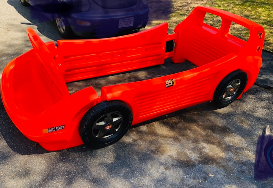 Photo Twin red race car bed