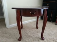 Round small table Charleston, 29414