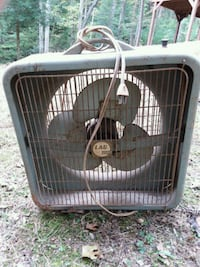 Vintage fan not currently working Cleveland, 30528