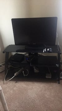 TV with stand nothing wrong with it Chester, 10918