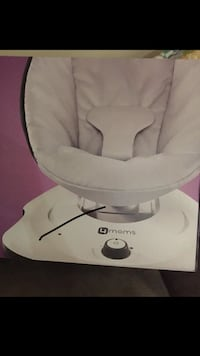 White and gray 4moms mamaroo box Mississauga, L5M 6V8