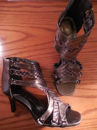 New iridescent burnt copper patent leather shoes size 8 Toronto