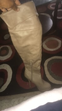 Boots heels perfect condition never worn. Pumps Omaha, 68110