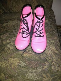 Lil girl boots..  Some of the latex has been peele Abilene, 79606