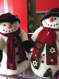 Mr and Mrs Snowman. 3 feet high  Calgary, T2Z 3K1