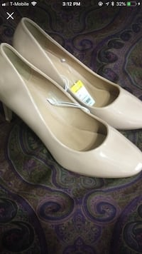 pair of white leather pointed-toe flats Greer, 29650