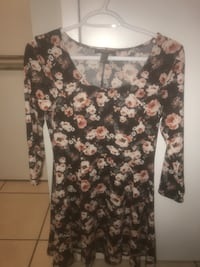 black and white floral scoop-neck shirt Toronto, M6B 3T5