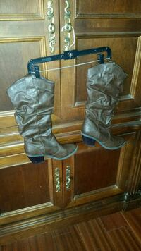 Brown heeled boots size 8