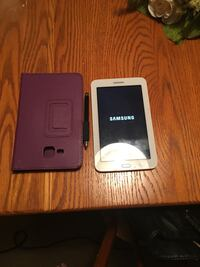 White samsung android Tablet with case original box and charger and case Albany, 12206