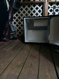 Small Refrigerator Black Knoxville, 37920