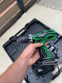 Hitachi 18V electric drill with two batteries and hard case