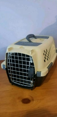 white and black pet carrier Centreville, 20120