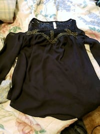 black and brown long-sleeved shirt Port Orchard, 98367