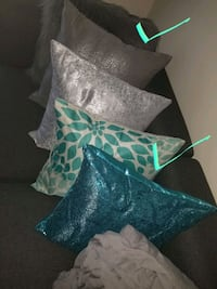 6 flowery pillows cases.... brand new