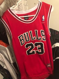 red and white Chicago Bulls 23 jersey 3145 km