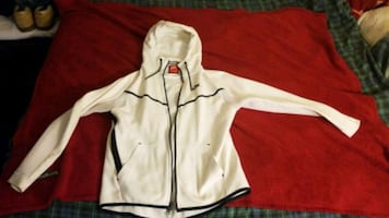 Brand new premium nike hoodie original 200 plus tax(never been worn)