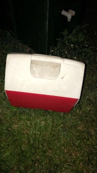 white and red plastic container Gibson, 70356