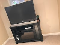 50 inch Samsung tv + tv stand and fireplace Mississauga, L4W 4Z5