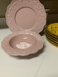 4 pink plates and 4 bowls Germantown, 20874