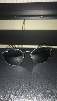 Ray ban sunglasses in perfect condition (including case) Mississauga, L5J 4M5
