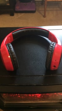 Red and black wireless headphones Bellefonte, 16823