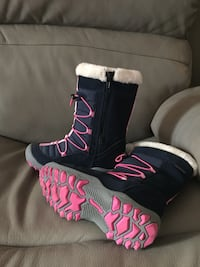 Girls sizes 2 winter boots- new never worn Arlington, 22206