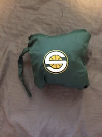 Seattle super sonics rain jacket Bellingham, 98229