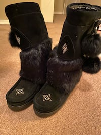 Manitoba mukluks waterproof super cozy soft Women 6 winter boots Burnaby, V5H 2A1