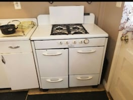 Vintage 1950's real host has stove