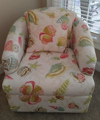 Seashell chairs with 4 throw pillows Port St. Lucie