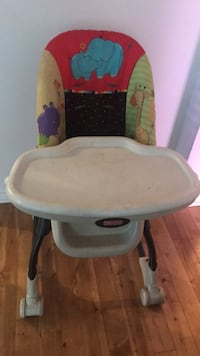 baby's white and gray high chair Montréal, H3X